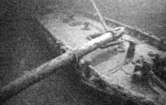 image of an underwater shipwreck